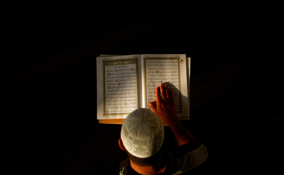 In this Show, Sheikh Moutassem Al-Hameedi comments on Surat Ibrahim from verse no. 19 to verse no. 23, and the lessons we can draw from them.