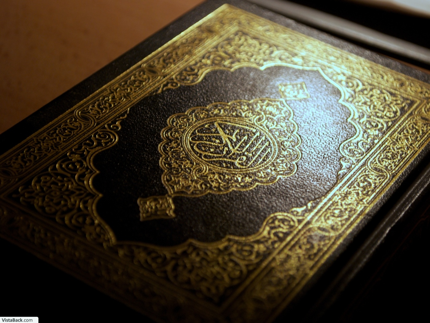 In this series Sheikh Yasir Al-Qadhi gives simple, detailed, and practical explanation of the rules of Tajweed in a way that helps English-speaking Muslims to master the recitation of the noble Qur'an, a lofty goal that should be sought by every Muslim.