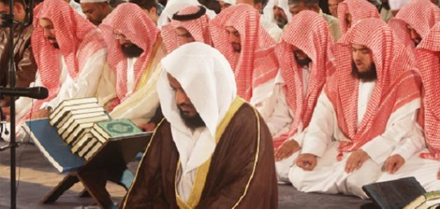 Sheikh Mishari lead a group of people in prayer - Who Should Lead the Prayer?